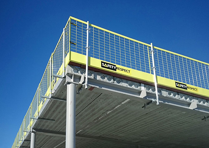 Clamp for edge protection on steel structure