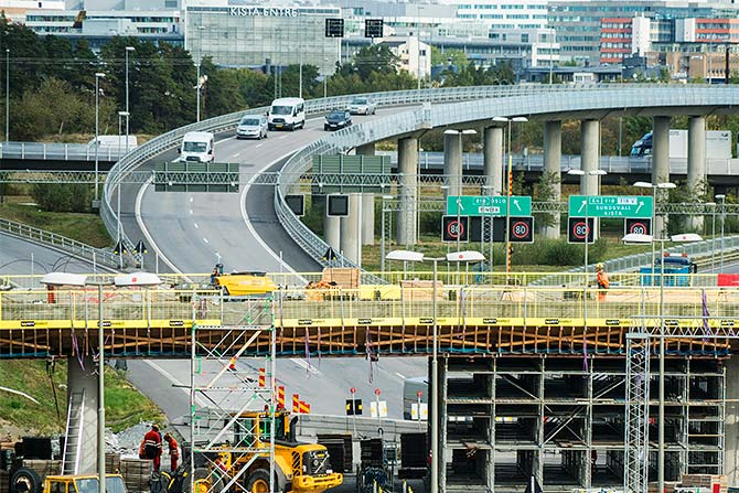 Edge protection bridge