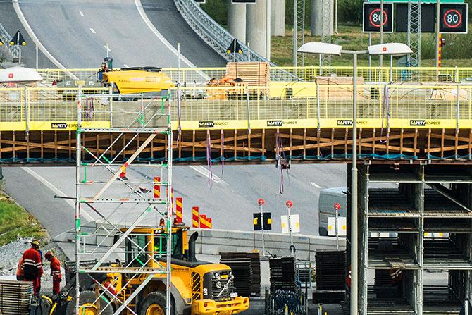 Edge protection on bridge construction